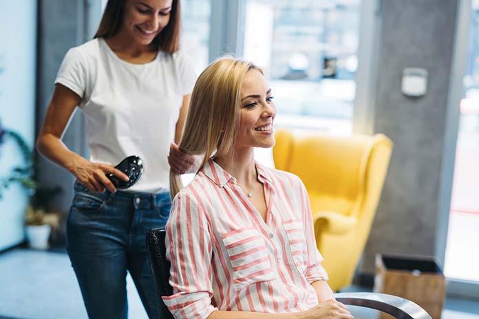 Poszukujesz dobrego fryzjera w Rzeszowie? Zanim zadzwonisz do przyjaciółki, sprawdź tutaj!